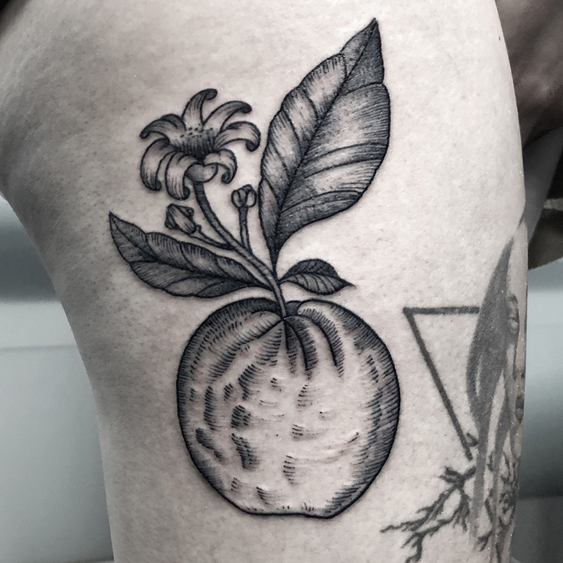 Blackwork tattoo naranjo