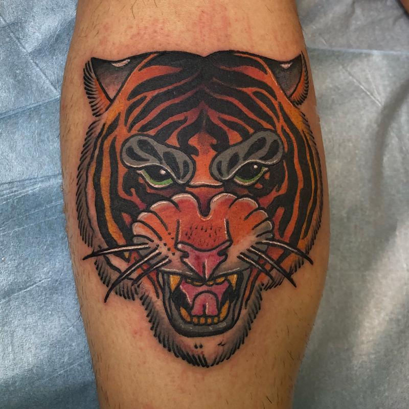Tatuaje neotradicional tigre